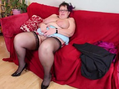 Fat girl plays with her shaved mature pussy movies at find-best-panties.com