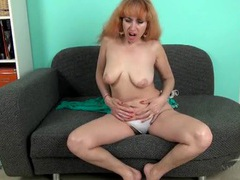 Mature babe masturbates her hairy cunt movies at kilosex.com