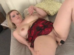 Chubby solo babe fucks a toy into her snatch movies at kilopics.net