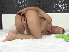 Big hairy bush and beautiful tits on a sexy mom movies at freekilopics.com