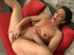Solo small tits milf fingering her bald pussy videos