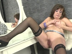Shaved mature cunt fingered by a curvy babe videos