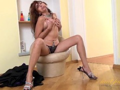 Sultry mature babe shakes her ass and fingers her cunt videos