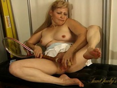 Tennis slut fucks the racket into her pussy tubes