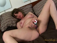 Vibrator delights her hairy milf pussy videos