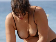 Curvy milf with great cleavage at the beach tubes