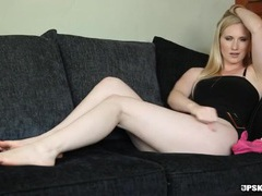 Big butt british beauty gives erotic joi videos