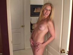 Tight body milf in her home office to masturbate tubes