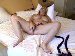 Purple toy is perfection for her mature pussy videos