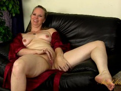 Naked interview with a chubby clit rubbing milf videos