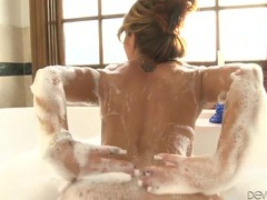 Sultry bubble bath with a gorgeous pornstar movies at freekiloporn.com