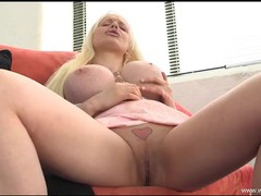 Dirty talking bimbo fucks a toy into her pussy videos