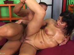 Sweaty man drilling the mature slut from behind videos