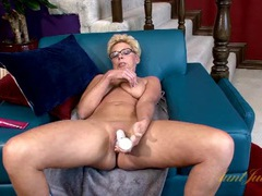 Spinning dildo penetrates a wet mature pussy videos