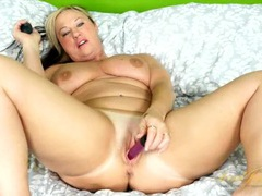 Vibrating toys excite her hot milf pussy tubes