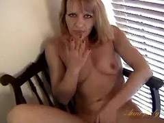 Bald milf cunt looks yummy in close up videos