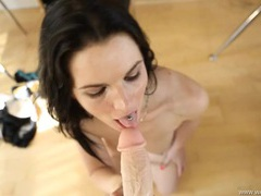 Naked british beauty gives a lovely virtual blowjob videos