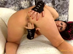 Shiny red high heels are hot on this fingering mom videos