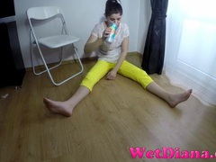 Teen pisses in her sexy tight yellow pants tubes