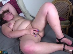Hot juices drip from her mature pussy as she fucks a toy videos
