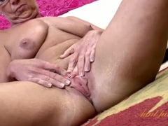 Granny clitoris and labia look sexy in close up movies