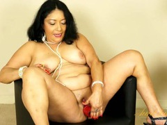 Lubed mature bbw pussy fucking a red dildo tubes