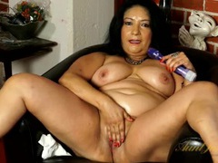 Fat mature babe with a soaking wet pussy movies at lingerie-mania.com