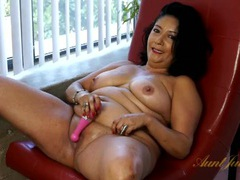 Mature bbw fucking her slippery pussy with a dildo videos