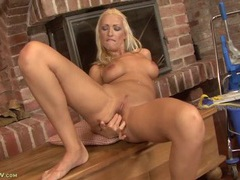 Leggy bleach blonde milf beauty fingering solo videos