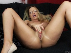 Big tits and ass british babe fingers her hot pussy videos