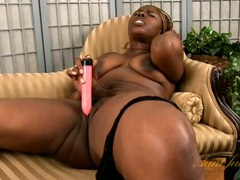 Curvaceous solo black cutie masturbates with a pink toy videos