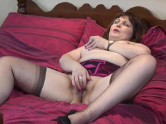 Curvy lingerie babe in bed playing with her pussy movies at freekiloclips.com