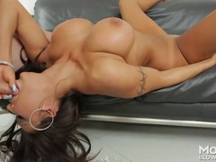 Tanned voluptuous mommy sucks dick erotically tubes