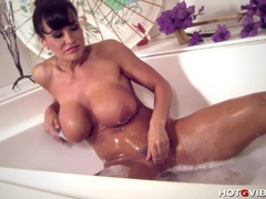 Busty cougar lisa ann plays with her clean pussy movies at lingerie-mania.com