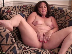 Chubby mommy makes her pussy feel good with fingers movies at sgirls.net
