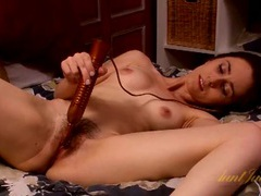 Cute milf gets out the vibrator to play in bed movies at freekiloclips.com