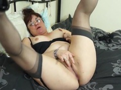 Chubby old chick rubs fingers over her clit videos