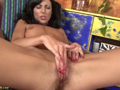 Tall milf spreads her legs and masturbates tubes