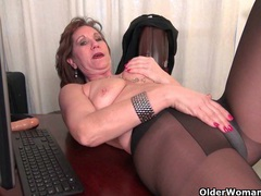 Skinny grandma bossy rider gets her juices flowing videos