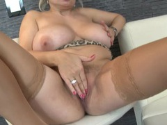 Hot curvy mommy fingers her pussy deeply videos