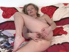 Fingers in her gorgeous hairy mature pussy videos