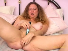 Old cunt and a glass dildo get along nicely movies at kilopills.com