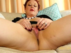 Curvy mature girl in black satin plays with her wet cunt videos