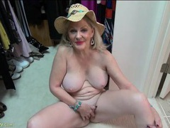 Mature cutie on her closet floor has a shaved pussy videos