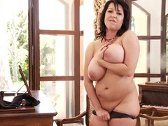 Splendid all natural breasts on this solo milf videos