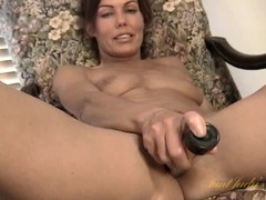Skinny mom vibrates her sexy hairy pussy videos