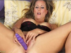 Big butt milf spreads her legs and masturbates videos