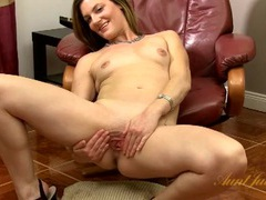 Sensual milf slowly rubs her throbbing clitoris movies