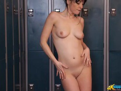 Dancing babe in the locker room with a smooth cunt tubes
