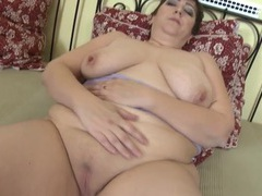 Fat mom with hot hangers has a shaved pussy movies at sgirls.net